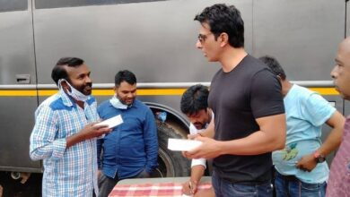 Photo of Actor sonusood gifted 100 mobile phones to the unit members of Megastar Chiranjeevi's Acharya